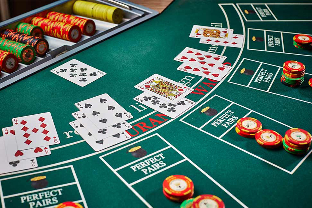 Playing Patiently at the Table is the Best Online Poker Strategy Ever
