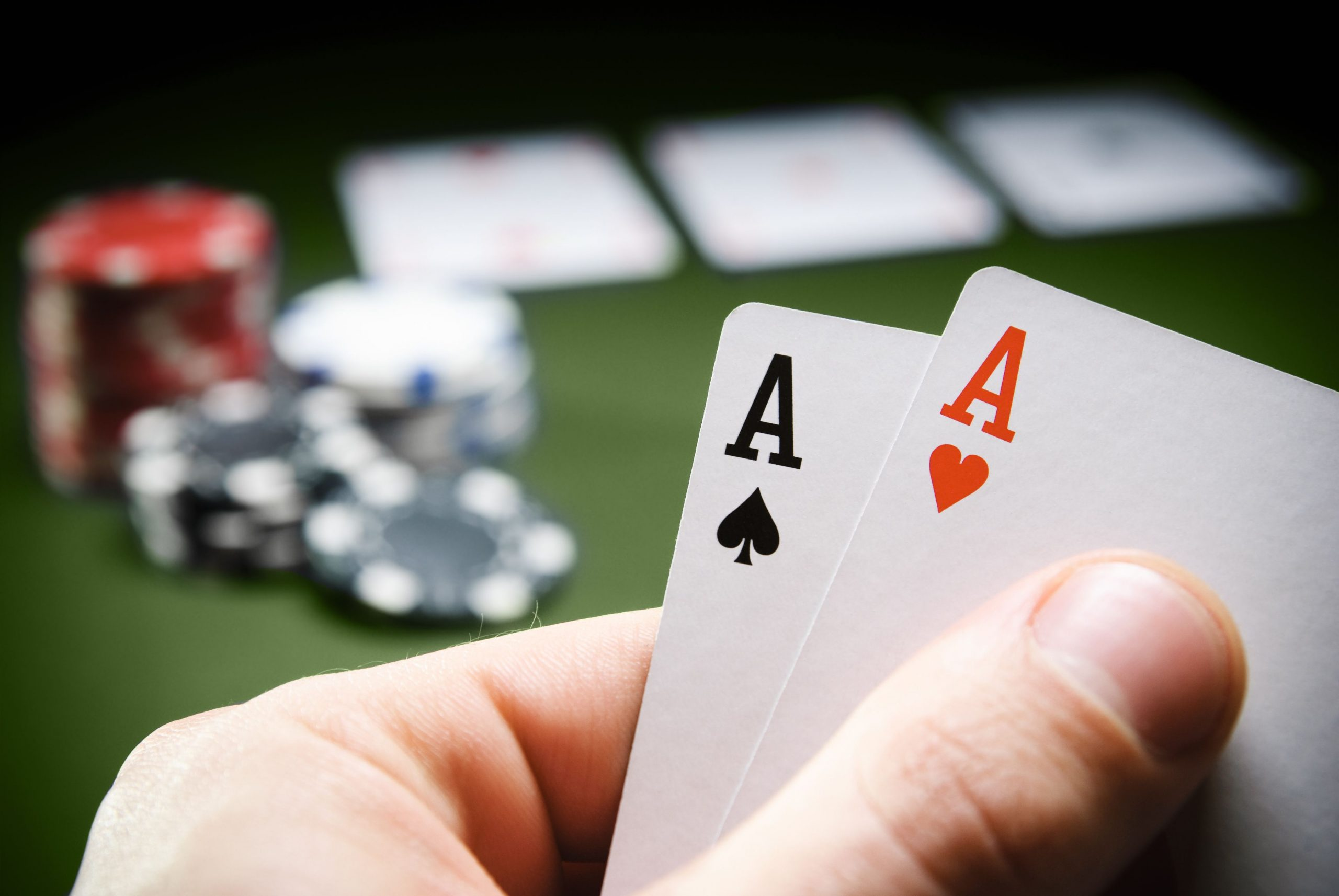 How to make the online poker game earnestly all the time?