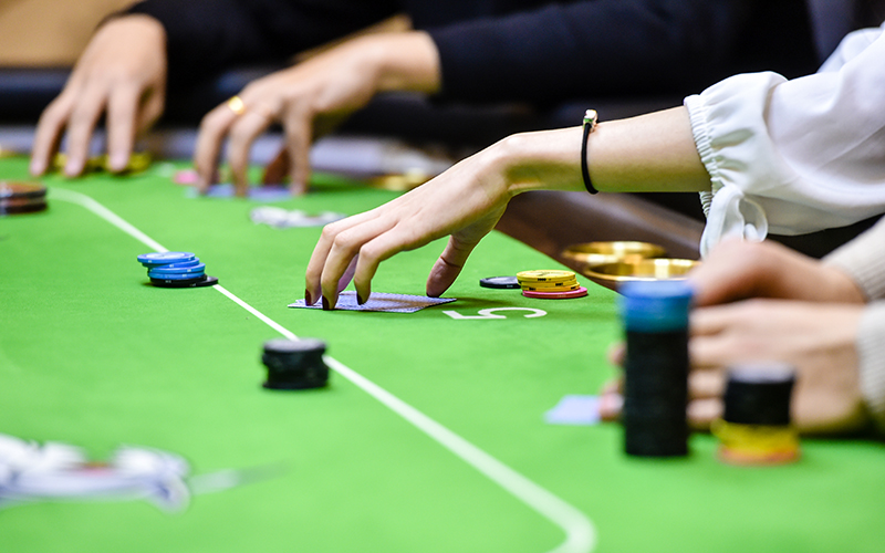 Are you finding the effective guide to play gambling games?