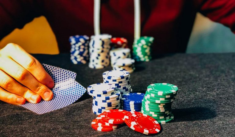 Play Poker Domino with Online Casinos