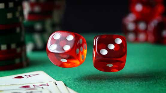 Play pokdeng card game