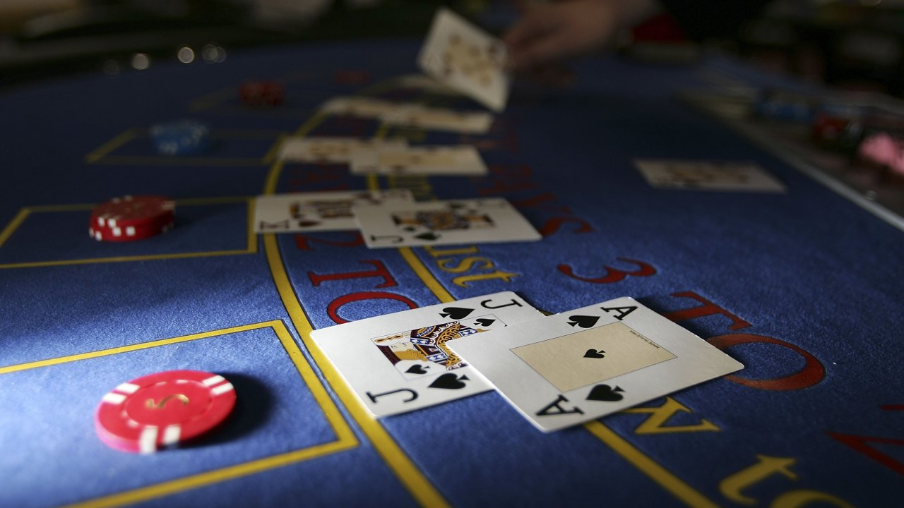 Collect real cash money via online using poker site
