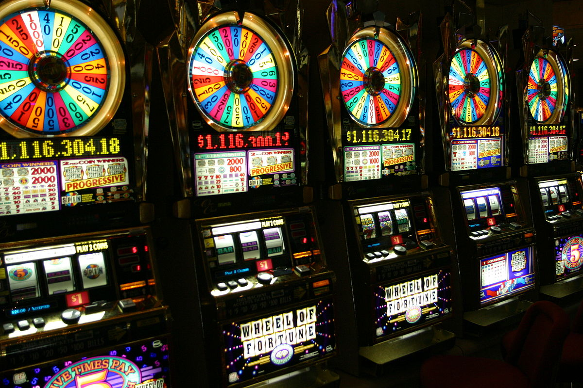 What to Consider When You Play Casino Slots Online